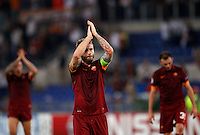 Calcio, Champions League, Gruppo E: Roma vs Bayern Monaco. Roma, stadio Olimpico, 21 ottobre 2014.<br /> Roma's Daniele De Rossi, center, greets fans at the end of the Group E Champions League football match between AS Roma and Bayern at Rome's Olympic stadium, 21 October 2014. Bayern won 7-1.<br /> UPDATE IMAGES PRESS/Isabella Bonotto