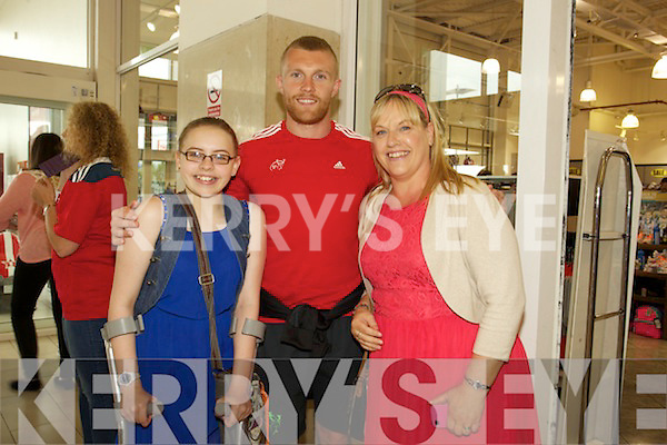 77dcdaae46064 Munster Rugby Players visit Lifestyle Sports in Manor Tralee on Thursday  Pictured Louise Collins and Alannah