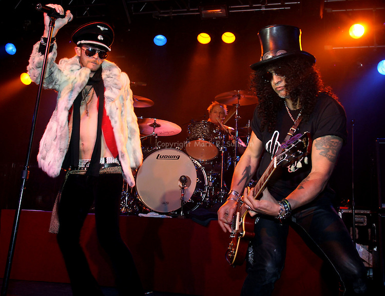Velvet Revolver<br /> Starland Ballroom<br /> Sayreville, NJ<br /> <br /> Friday May 18,2007