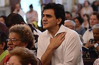 ATENÇÃO EDITOR: FOTO EMBARGADA PARA VEÍCULOS INTERNACIONAIS. SAO PAULO, 04 DE OUTUBRO DE 2012 - ELEICOES 2012 CHALITA - Candidato Gabriel Chalita (PMDB) durante missa na igerja de Sao Francisco, no Largo Sao Francisco regiao da Se, centro da capital, na manha desta quinta feira. FOTO: ALEXANDRE MOREIRA - BRAZIL PHOTO PRESS