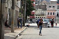 SAO PAULO, SP, 12 DE JANEIRO DE 2012 - CRACOLANDIA -Grupos de usuarios de crack voltam a ocupar a Alameda Dino Bueno e Rua Helvetia, bairro de Campos Eliseos, centro da cidade, região conhecida como Cracolandia, nesta manha de quinta-feira (12). Foto Ricardo Lou - News Free