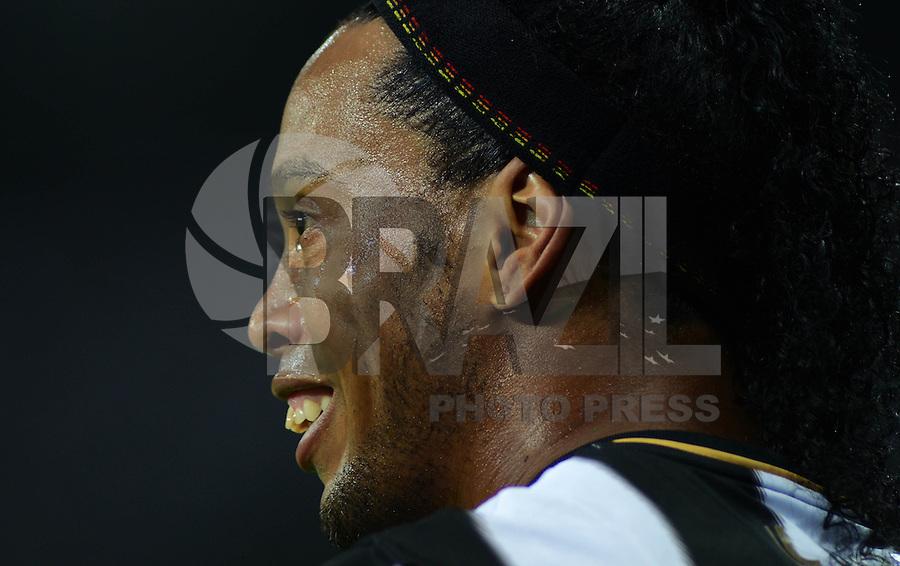 MINAS GERAIS MG, 24 Julho 2013 - Atletico MG x Olimpia - Ronaldinho Gaucho  do Atletico MG durante partida contra o Olimpia valida pelo Final da taca Libertadores da America 2013  no Estadio do Mineirao em Belo Horizonte, nesta quarta feira, 24. (FOTO: ALAN MORICI / BRAZIL PHOTO PRESS).