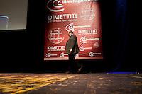 Milano: Umberto Eco durante la manifestazione organizzata da Giustizia e Libertà per chiedere le dimissioni di Silvio Berlusconi. .Milan: Umberto Eco attends at Giustizia e Libertà (Justice & Freedom) protest against Italian Prime Minister Silvio Berlusconi. Some 10,000 people attended the protest.