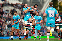 Chris Pennell of Worcester Warriors and Sione Kalamafoni of Leicester Tigers compete for the ball in the air. Gallagher Premiership match, between Leicester Tigers and Worcester Warriors on September 21, 2018 at Welford Road in Leicester, England. Photo by: Patrick Khachfe / JMP