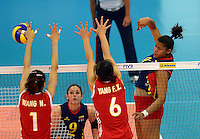 REPUBLICA CHECA. 25-06-2013. La selección Colombia sub 20 de voleibol femenino perdió su compromiso de hoy frente a China por marcador de 3-0 en  el Campeonato Mundial de la categoría, que se disputa en Brno, República Checa. En la imagen la colombiana Colombia Danna Escobar clava el balón./ Colombian team lost today the match against China by score of 3-0 in 2013 Women's Under 20 World Championship Tournament at Brno, Czech Repuiblic. In the picture colombian player Danna Escobar spikes the ball. Photo: VizzorImage / FIVB/ COURTESY/ NO SALES/ EDITORIAL ESU ONLY