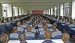 China / Chongqing / Chongqing; Gefaengnisinsassen waehrend eines Vortrages. | Inmates of a prison during a lecture.<br /> <br /> - 19.10.2006<br /> <br /> Es obliegt dem Nutzer zu prüfen, ob Rechte Dritter an den Bildinhalten der beabsichtigten Nutzung des Bildmaterials entgegen stehen.