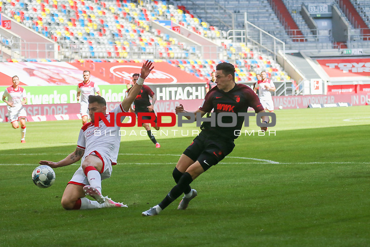 Duesseldorfs Kaan Ayhan #5 gegen Augsburgs Ruben Vargas #16<br />