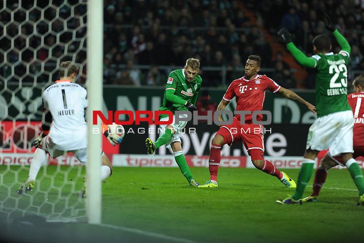 07.12.2013, Weserstadion, Bremen, GER, 1.FBL, Werder Bremen vs Bayern M&uuml;nchen / Muenchen, im Bild Manuel Neuer (Muenchen #1), Aaron Hunt (Bremen #14), J&eacute;r&ocirc;me Boateng (Muenchen #17), Theodor Gebre Selassie (Bremen #23)<br /> <br /> Foto &copy; nordphoto / Frisch