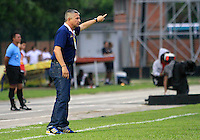 FLORIDABLANCA -COLOMBIA, 14-02-2015:  Adolfo Leon Holguin técnico de Alianza Petrolera gesticula durante el encuentro con Independiente Santa Fe por la fecha 4 de la Liga Aguila I 2015 disputado en el estadio Alvaro Gómez Hurtado de la ciudad de Floridablanca./ Adolfo Leon Holguin coach of Alianza Petrolera gestures during a match against Independiente Santa Fe for the 4th date of the Aguila League I 2015 played at Alvaro Gomez Hurtado stadium in Floridablanca city Photo: VizzorImage / Duncan Bustamante / STR