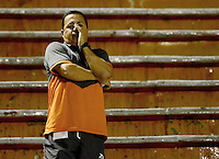 ENVIGADO -COLOMBIA-21-02-2016. Juan Carlos Sanchez técnico de Envigado FC gesticula durante el encuentro con Independiente Santa Fe por la fecha 5 de la Liga Águila I 2016 realizado en el Polideportivo Sur de la ciudad de Envigado./ Juan Carlos Sanchez coach of Envigado FC gestures during the match against Independiente Santa Fe for the date 5 of the Aguila League I 2016 at Polideportivo Sur in Envigado city.  Photo: VizzorImage/ León Monsalve /STR