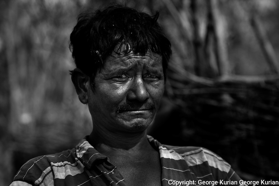 Shankar and the men of his village were hunted by the Salwa Judum. Shankar escaped into the jungles and his family was to join him there. His family never made it and more than a year later, Shankar still has no news about his wife and kids. He still shakes recounting the details of the night of their separation.