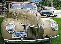 Exposição de automoveis antigos. RJ. Foto de Luciana Whitaker.