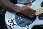 Raphael Saadiq on funky bass