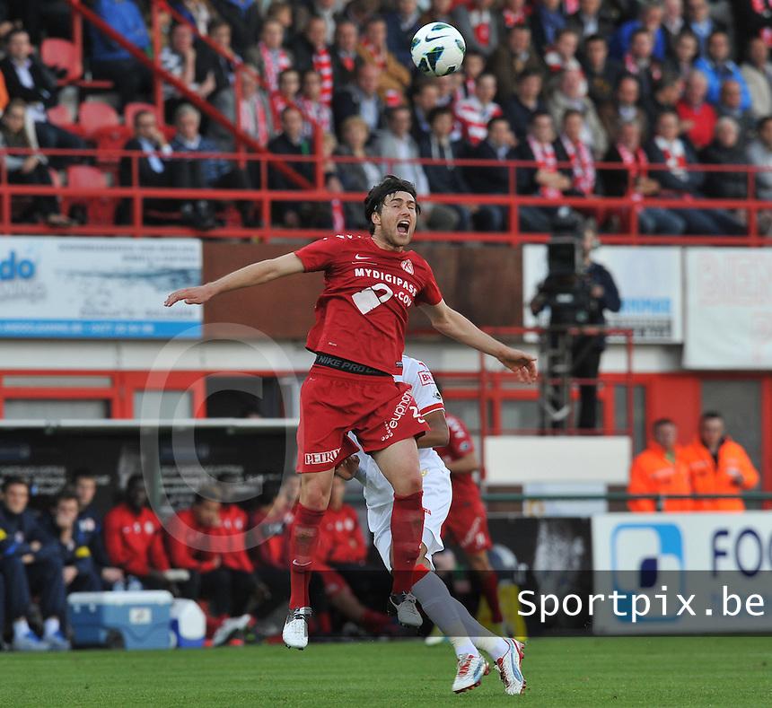 KV Kortrijk - Standard Luik : Ervin Zukanovic met de kopbal.foto VDB / BART VANDENBROUCKE