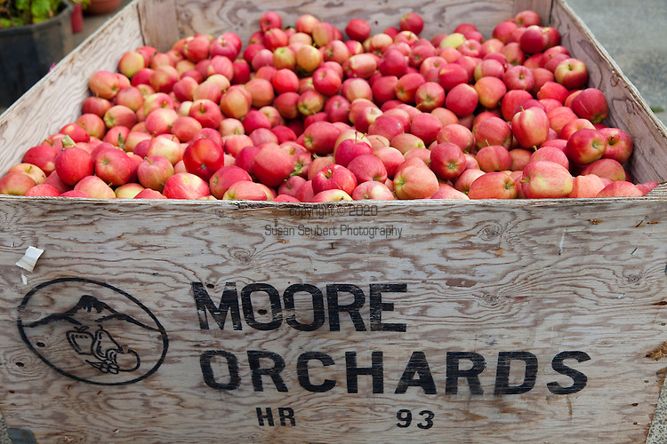 Moore Orchard, located in the heart of the Hood River Valley, is on the scenic Fruit Loop drive.  They grow a wide variety of apples and pears.