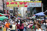 PHILIPPINES, Manila, shopping crowd in China Town / PHILIPPINEN, Manila, einkaufende Menschmasse in der Chinatown