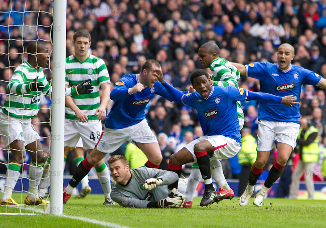 Maurice Edu scores the winning goal for Rangers in added on time and runs away to celebrate