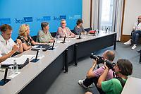 Auf der Senatspressekonferenz am Dienstag den 18. Juni 2019 stellte die Senatorin fuer Stadtentwicklung und Wohnen, Katrin Lompscher den ab Januar 2020 geplanten Mietendeckel vor. Fuer die Mieterinnen sollen die Mieten durch die Deckelung der Miete fuer fuenf Jahre nicht mehr steigen.<br /> 18.6.2019, Berlin<br /> Copyright: Christian-Ditsch.de<br /> [Inhaltsveraendernde Manipulation des Fotos nur nach ausdruecklicher Genehmigung des Fotografen. Vereinbarungen ueber Abtretung von Persoenlichkeitsrechten/Model Release der abgebildeten Person/Personen liegen nicht vor. NO MODEL RELEASE! Nur fuer Redaktionelle Zwecke. Don't publish without copyright Christian-Ditsch.de, Veroeffentlichung nur mit Fotografennennung, sowie gegen Honorar, MwSt. und Beleg. Konto: I N G - D i B a, IBAN DE58500105175400192269, BIC INGDDEFFXXX, Kontakt: post@christian-ditsch.de<br /> Bei der Bearbeitung der Dateiinformationen darf die Urheberkennzeichnung in den EXIF- und  IPTC-Daten nicht entfernt werden, diese sind in digitalen Medien nach §95c UrhG rechtlich geschuetzt. Der Urhebervermerk wird gemaess §13 UrhG verlangt.]