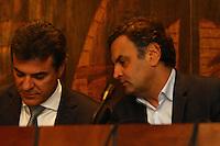 CURITIBA, PR, 19.05.2014 -  AÉCIO NEVES / ENCONTRO DO PARTIDO PSDB / CURITIBA  - O Senador, presidente nacional do PSDB e pré-candidato do partido à Presidência da República Aécio Neves e Governador do Paraná Beto Richa durante entrevista coletiva no plenario da assembleia Legislativa do Paraná, na tarde desta segunda-feira (19). (Foto: Paulo Lisboa / Brazil Photo Press)