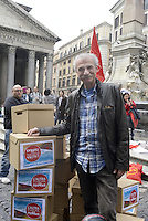 Roma, 15 Aprile 2014<br /> Pantheon<br /> Sandro Medici, candidato alle europee con la lista L'altra Europa con Tsipras.<br /> Flash mob per la consegna delle firme.<br /> Europian elections, Sandro Medici candidate for Tsipras list.<br /> Flash mob for the delivery of signatures.