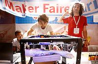 Espositori mostrano il funzionamento di una stampante 3D per tatuaggi, alla Maker Faire, mostra sull'innovazione tecnologica, a Roma, 4 ottobre 2014.<br /> Exhibitors show a tattoo 3D printer at the Maker Faire exhibition on technological innovation in Rome, 4 October 2014.<br /> UPDATE IMAGES PRESS/Riccardo De Luca