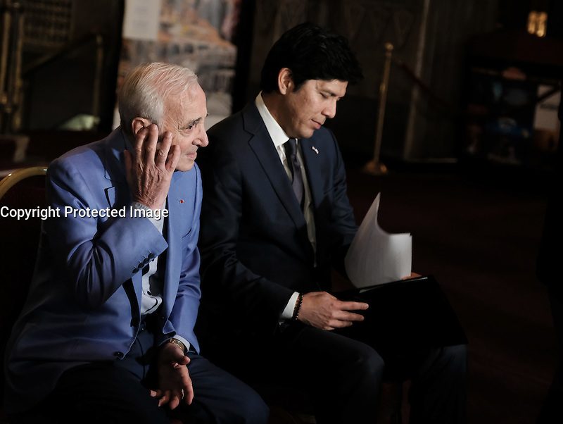Charles Aznavour + Kevin De Leon @ his honorary Hollywood Walk of Fame star plaque held @ the Hollywood Pantages. October 27, 2016 , Hollywood, USA. # CHARLES AZNAVOUR RECOIT UNE PLAQUE DU 'WALK OF FAME' A HOLLYWOOD