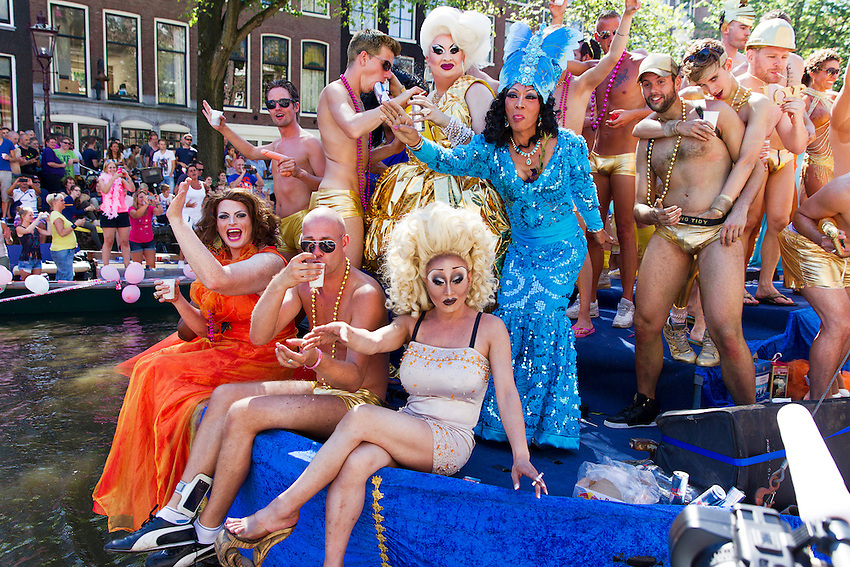 Participants are pictured on a barge during the annual Gay Canal Parade in Amsterdam August 3, 2013. At least 500,000 spectators and participants attended the event at the Prinsengracht canal in central Amsterdam, according to police sources. © foto : Michael Kooren (NETHERLANDS)