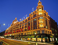 England, London Knightsbridge: Harrod's bei Nacht   United Kingdom, London Knightsbridge: Harrod's at night