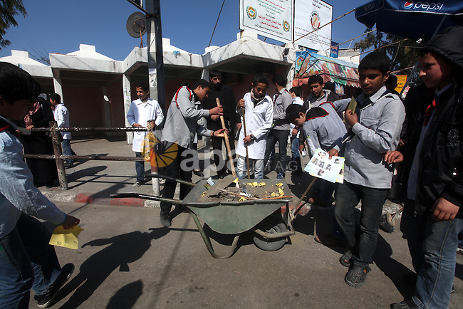 """Palestinian students volunteer clean the streets during the campaign """"Cleanliness """" in Gaza City on Mar. 22, 2012. Photo by Ashraf Amra"""
