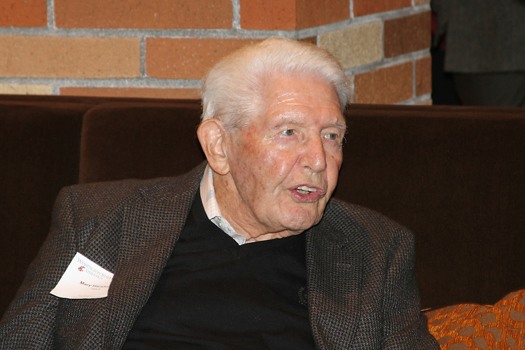 "Marv Harshman at a ""Night with Cougar Basketball"" - October 17, 2009."