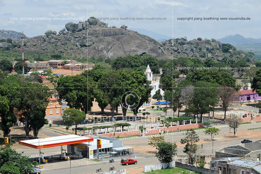 ANGOLA Quibala, church and fuel station of Sonangol, the state owned oil company / ANGOLA Kibala, Kirche und Tankstelle der staatlichen Oelgesellschaft Sonangol /