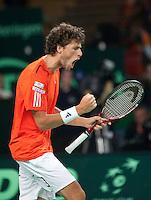 07-05-10, Tennis, Zoetermeer, Daviscup Nederland-Italie, Robin Haase  pept zich op