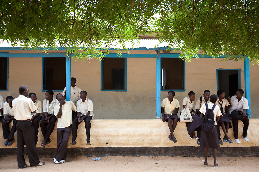 Tuesday 18 january 2011 - Juba, South Sudan - Secondary school Sudanese students during a breack at Supiri Secondary School in Juba, South Sudan. The school is mix boys and girls and is taught in arabic language. Photo credit: Benedicte Desrus
