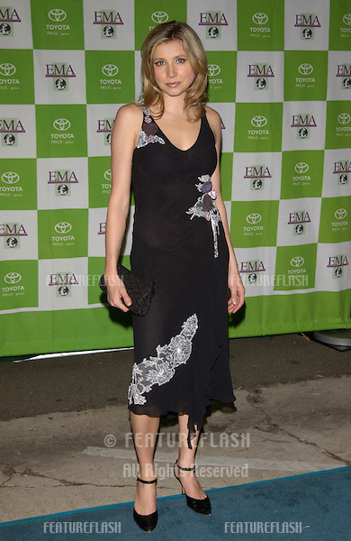 Actress SARAH CHALKE at the 12th Annual Environmental Media Awards in Los Angeles..20NOV2002.  © Paul Smith / Featureflash