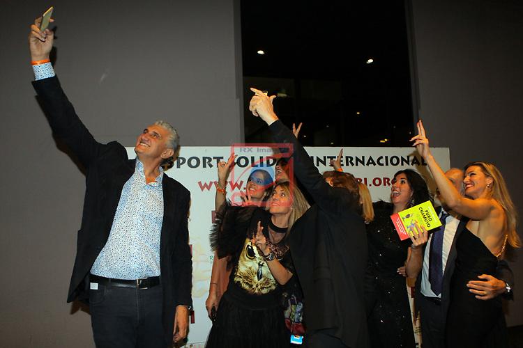 XIV Sopar Solidari de Nadal.<br /> Esport Solidari Internacional-ESI.<br /> Fernando Romay haciendo un selfie de altura.