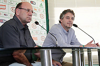SÃO PAULO, 28 DE MARÇO 2013 - TREINO PALMEIRAS  - O Presidente do Palmeiras, Paulo Nobre(d) e José Carlos Brunoro(e), Diretor Executivo, durante coletiva à imprensa na tarde desta quinta-feira(28) na Academia de Futebol, zona oeste da capital - FOTO: LOLA OLIVEIRA/BRAZIL PHOTO PRESS