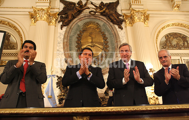 Desde la izquierda, el cancillera de Venezuela, Nicolas Maduro, el Presidente de Venezuela, Hugo Chavez, el presidente de   Argentina Nestor Kirchner, y el cancillera de Argentina, Jorge Taiana, durante un encuentro en la casa de gobierno de Buenos Aires.*.From the left: Venezuela Foreign Minister Nicolas Madurol;President of Venezuela, Hugo Chavez; President of Argentina Nestor Kirchner and Argentina Foreign Minister Jorge Taiana,  during a meeting at the government palace in Buenos Aires.
