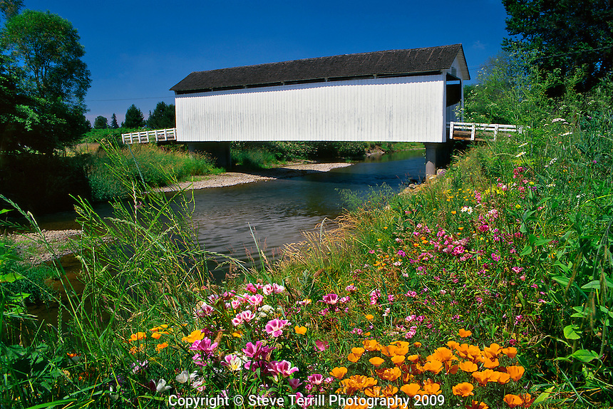 Gallon House covered bridge over Abiqua Creek in Marion County, Oregon