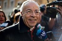 Continuano gli incontri dei cardinali per trovare l'accordo sulla data dell'inizio del Conclave che porterà all'elezione del nuovo Papa dopo le dimissioni di Benedetto XVI. Il cardinale Manuel Monteiro de Castro Vallejo in Piazza San Pietro.