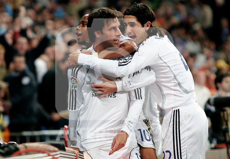 Real Madrid's Robinho and ruben De la Red congratulate Ruud van Nistelrooy after scoring during Spain's La Liga match at Santiago Bernabeu stadium in Madrid, Sunday March 04, 2007. (ALTERPHOTOS/Alvaro Hernandez).