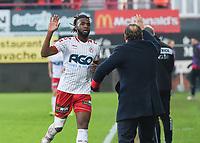 KVK KORTRIJK - SV ZULTE WAREGEM :<br /> Ilombe Mboyo viert zijn 2e goal van de avond met trainer Yves Vanderhaeghe (R) en brengt zijn ploeg op voorsprong (3-2)<br /> <br /> Foto VDB / Bart Vandenbroucke