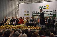 CURITIBA, PR, 29.10.2013 - DILMA ROUSSEFF / CURITIBA - O governador do Paraná, Beto Richa, durante cerimônia de anúncio de investimentos do PAC Mobilidade Urbana no Espaco Torres em Curitiba nesta terca-feira, 29 (Foto: Roberto Dziura Jr. / Brazil Photo Press).