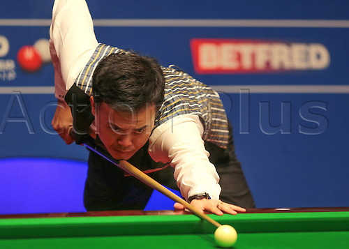 30.04.2016. The Crucible, Sheffield, England. World Snooker Championship. Semi Final, Mark Selby versus Marco Fu. Marco Fu at the table