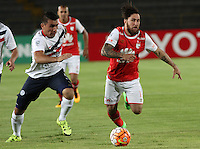 BOGOTÁ -COLOMBIA, 16-02-2016. Jonathan Gomez (Der) jugador del Independiente Santa Fe de Colombia disputa el balón con Junior Alonso (Izq) jugador de Cerro Porteño del Paraguay durante partido de la seguda fase  grupo ocho de la Copa Libertadores de America 2016 jugado en el estadio Nemesio Camacho El Campín de la ciudad de Bogotá./ Jonathan Gomez (R) player of Independiente Santa Fe of Colombia  fights for the ball with Junior Alonso (L) player of Cerro Porteno of Paraguay  during second qualifying Group eight the match for the Copa Libertadores of America 2016 played at Nemesio Camacho El Campin stadium in Bogotá city. Photo: VizzorImage/ Felipe Caicedo  / Staff