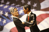 NAPOLI BARACK OBAMA E MITT ROMNEY SI AFFRONTANO NEI PRESEPI DI SAN GREGORIO ARMENO .FOTO CIRO DE LUCA.CRIB FIGURINES OF US  PRESIDENTIALS CANDIDATES MITT ROMNEY E BARACK OBAMA ARE DISPAYED IN A SHOP OF VIA SAN GREGORIO ARMENO IN NAPLES