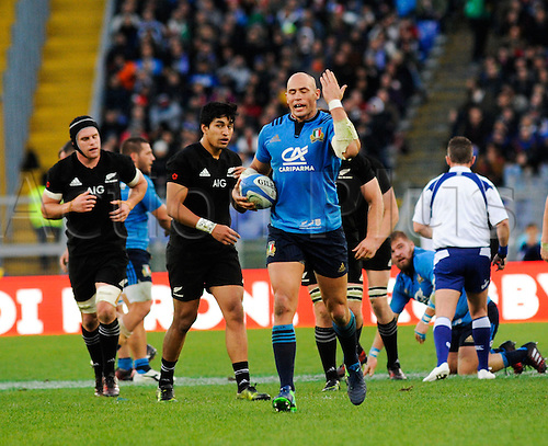 12.11.2016. Stadio Olimpico, Rome, Italy. Autumn International Rugby. Italy versus New Zealand. Sergio Parisse looks frustrated as the whistle goes for a foul