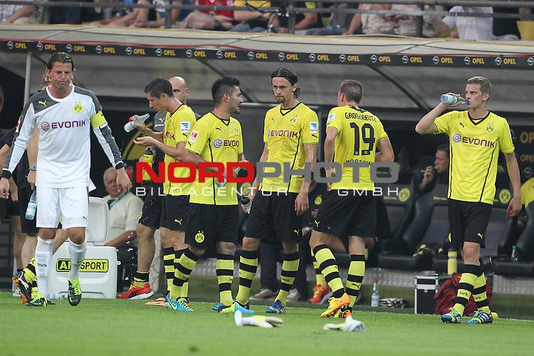 27.07.2013, Signal Iduna Park, Dortmund, GER, 1. FBL, SuperCup, Borussia Dortmund vs FC Bayern M&uuml;nchen, im Bild<br /> Trinkpause in Dortmund<br /> <br /> Foto &copy; nph / Mueller