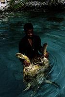 1979  File Photo, Nassau, Bahamas - seafloor aquarium
