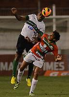 SAO PAULO SP, 09.11.2013 - Portuguesa X    Coritiba. Diogo durante partida contra o Coritiba valida pelo campeonato brasileiro de 2013 no Estadio do Caninde em  Sao Paulo, neste sabado ,09. (FOTO: ALAN MORICI / BRAZIL PHOTO PRESS).