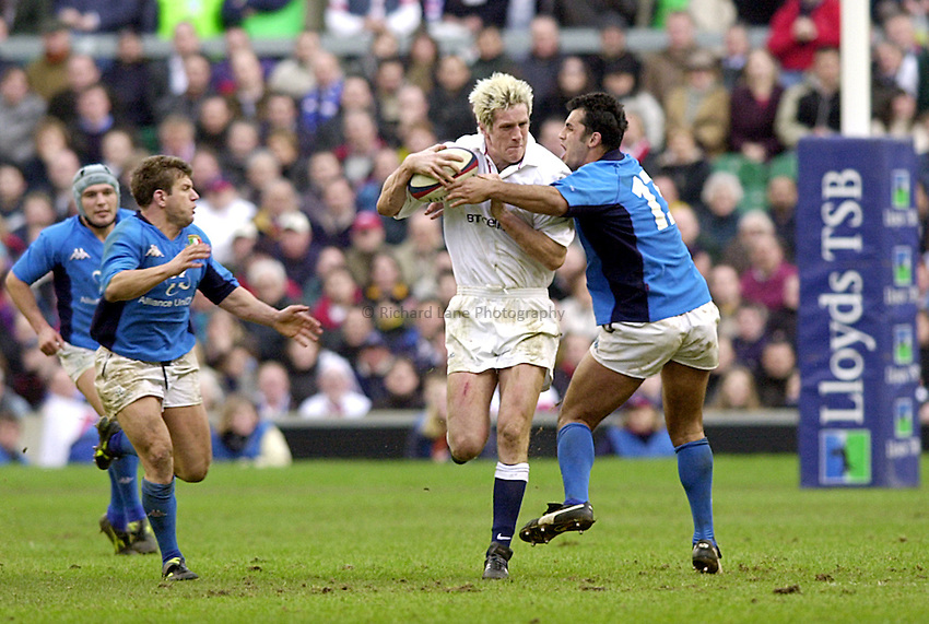 Photo. Richard Lane. .England vs Italy. Twickenham. 17.02.2001.Lloyds TSB Six Nations Championship..Will Greenwood fights off the attentions of
